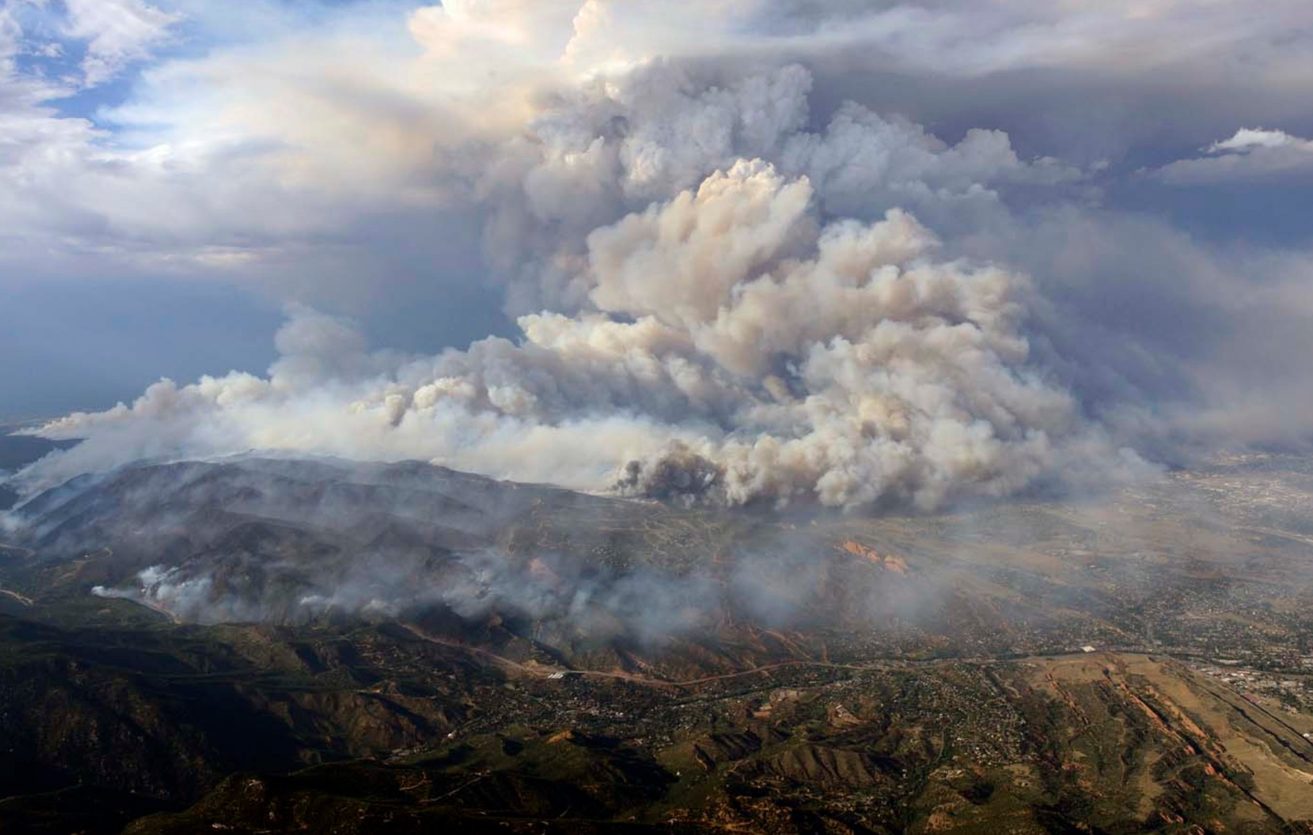 Plume of smoke rises from Waldo canyon wildfire in this aerial photograph taken in Colorado Springs, Colorado on June 26, 2012. (John Wark/Reuters)